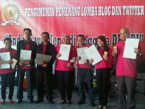 Para Pemenang Lomba Menulis Blog dan Twitter DPD RI