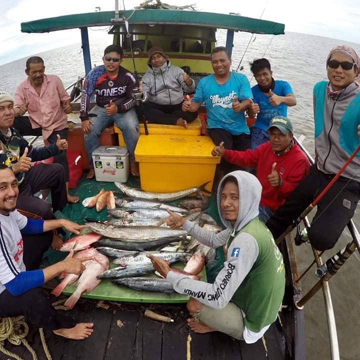 Tim Pemancing Menggunakan Jasa Sewa Kapal Mancing Pontianak