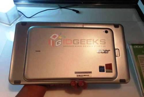 Acer Iconia W3 Belakang