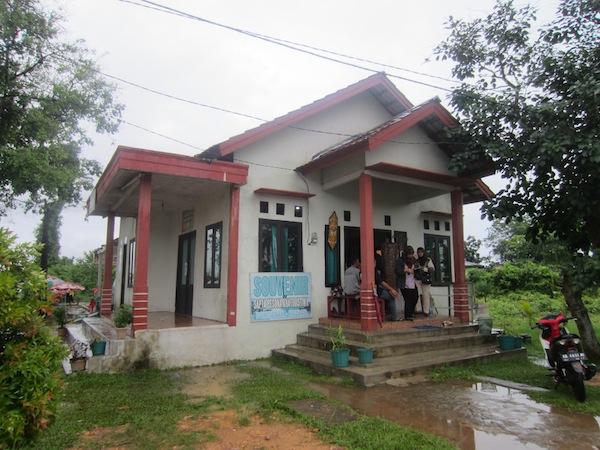 Tugu Khatulistiwa Pontianak - Tempat Penjualan Souvenir