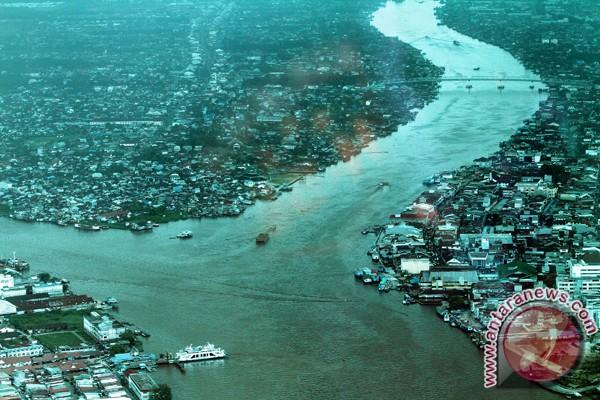 Pertigaan Sungai Kapuas dan Sungai Landak di Kota Pontianak