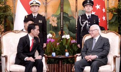 Pertemuan Jokowi -Tony Tan Keng dengan Bendera RI