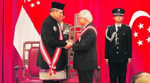 Pertemuan SBY - Tony Tan Keng Tanpa Bendera RI