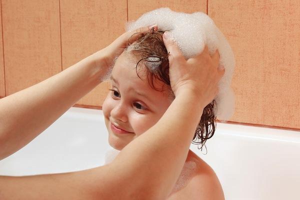Cara Keramas Efektif untuk Anak