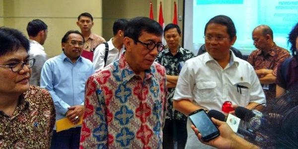 Menkominfo Rudiantara Sedang Dimintai Keterangan oleh Wartawan