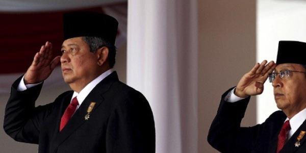 Posisi Hormat Wapres Boediono dalam Upacara Kemerdekaan RI