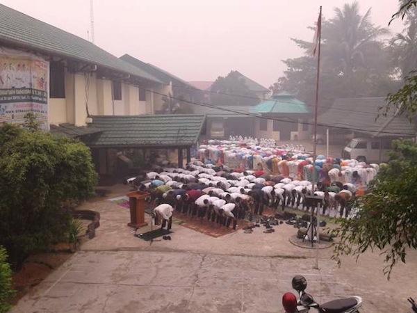 Sholat Istisqo di Depat Rumah Sakit Yarsi Pontianak