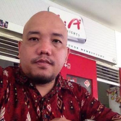 Blogger Borneo Mengenakan Batik Motif Dayak