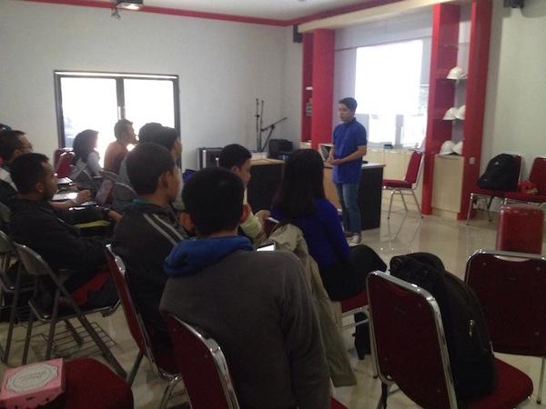 Pemateri Sesi 2 Workshop Blog Pontianak Session 1