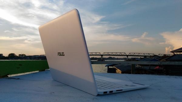 ASUS ZenBook UX305FA Kapuas River Background