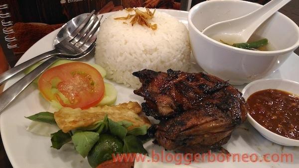 Kayu Manis Resto dan Desert Cafe Ayam Bakar Kayu Manis
