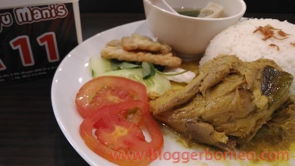 Kayu Manis Resto dan Desert Cafe Ayam Berempah Kayu Manis