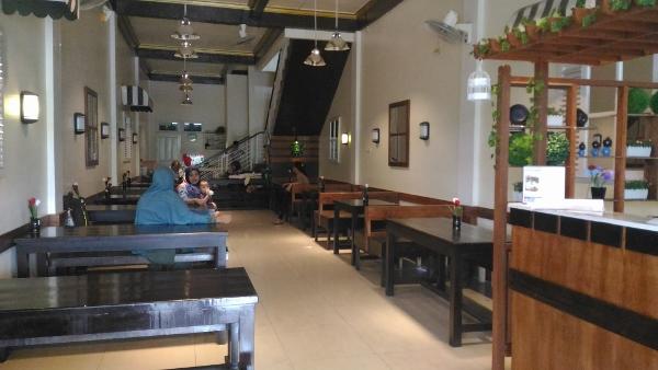 Cafe and Resto Rumah Qte Suasana Ruangan
