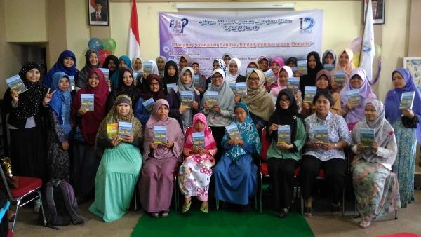 Foto Bareng Peserta Wanita Milad FLP 19 Kalimantan Barat