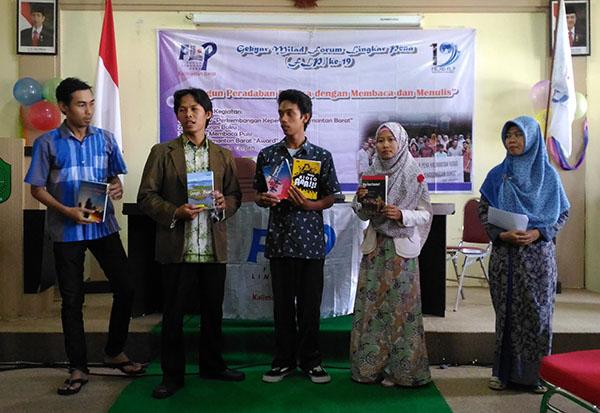 Milad FLP 19 Kalbar - Peluncuran Buku