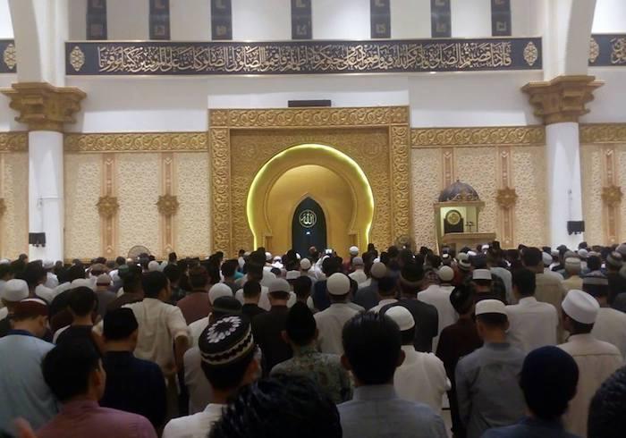 Kondisi Sholat Isya Berjamaah di Masjid Raya Mujahidin Pontianak