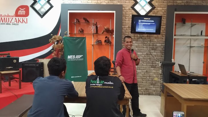 Narasumber NGUPI MES Kalbar 2 Mengelola Keuangan di Bulan Ramadhan