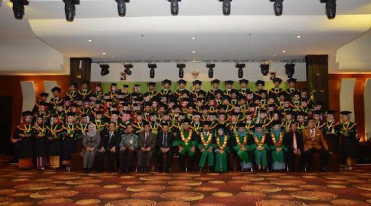 Wisuda D3 Akademi Farmasi Yarsi Pontianak Tahun 2016